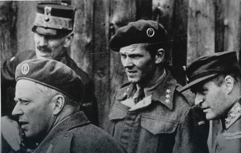 Leif Tronstad (dole levo) Foto: Wikipedia