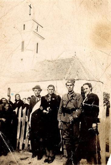 Љубо Бундало, командат Жупске бригаде Средњобосанског корпуса, на једном венчању