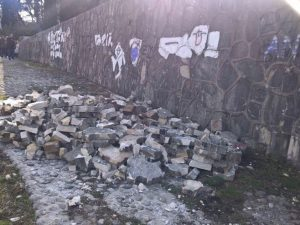 Vandali ponovo uništavali Partizansko spomen-groblje u Mostaru Foto: klix.ba