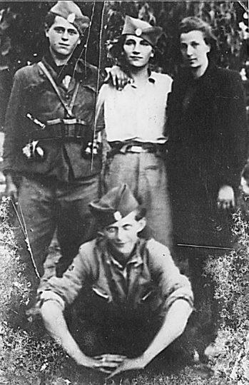 Лево је Милан Мићић, Мотајичка бригада