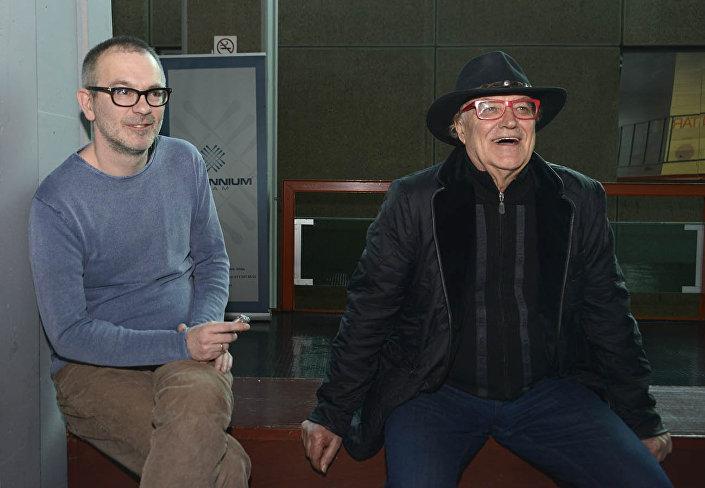 Novinar Sputnjika Vladimir Sudar tokom intervjua sa režiserom Lordanom Zafranovićem © SPUTNIK/