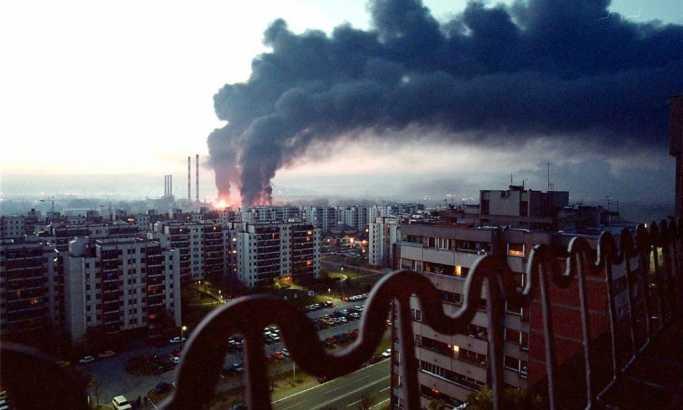"""NATO """"baca"""" bombe na Novi Beograd Foto: EPA/Saša Stanković"""