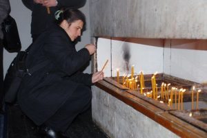 Organizacija porodica zarobljenih i poginulih boraca i nestalih civila Istočno Sarajevo ni nakon 26 godina od početka građanskog rata u BiH nije dobila zvaničan odgovor o tome kakva je sudbina 180 sarajevskih Srba, za čijim se posmrtnim ostacima bezuspješno traga.