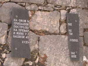 Razbijena spomen-ploča u Hercegovini Foto: RTRS