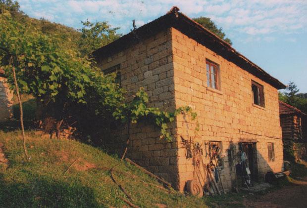 Porodična kuća Zakića koju su partizani spalili