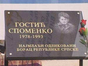 Spomen ploča Spomenku Gostiću Foto: RTRS