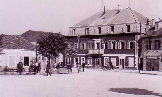 Stari trg u Nikšiću iz 1942. Godine B.Simović