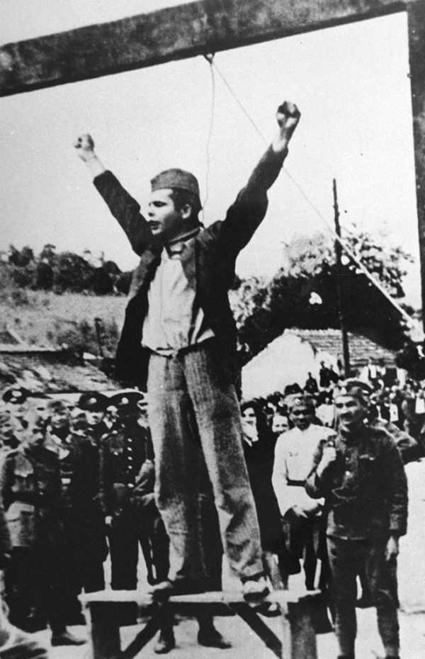 Najpoznatija ratna fotografija: Stevan Filipović pod vešalima Foto: Privatna arhiva
