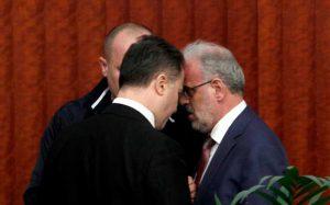 Блиски сусрет Николе Груевског и Талата Џаферија (Фото: Бета-АП)