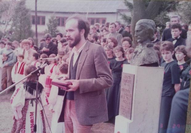 Grujičić prilikom otkrivanja biste u Slavonskom brodu 1984. / Foto Privatna arhiva