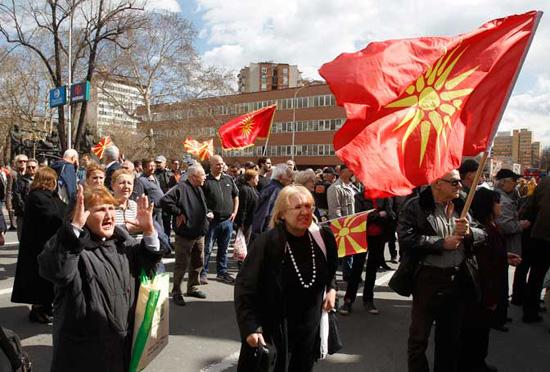 Протест испред Собрања (Фото: Бета-АП)