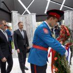 Ministar unutrašnjih poslova Srbije Nebojša Stefanović i direktor Policije Srbije Vladimir Rebić položili su vijence na spomen-obilježje za 782 poginula pripadnika MUP-a u proteklom Odbrambeno-otadžbinskom ratu.