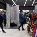 Predsjednik Boračke organizacije Republike Srpske Milomir Savčić položio je vijenac na spomen-obilježje za 782 poginula pripadnika MUP-a u proteklom Odbrambeno-otadžbinskom ratu.