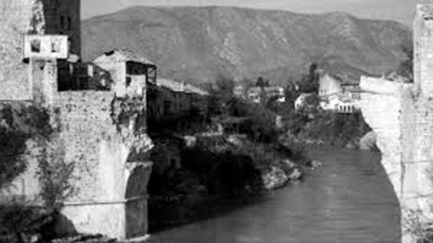 Srušeni mostarski Stari most je naprasno smešten u Vukovaru Foto YouTube