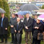 U Mrkonjić Gradu danas su obilježene 22 godine od otvaranja masovne grobnice iz koje su ekshumirani posmrtni ostaci 181 srpskog borca i civila, koji su ubijeni u napadu Hrvatske vojske, takozvane Armije BiH i Hrvatskog vijeća odbrane /HVO/ na ovu zapadnokrajišku opštinu.