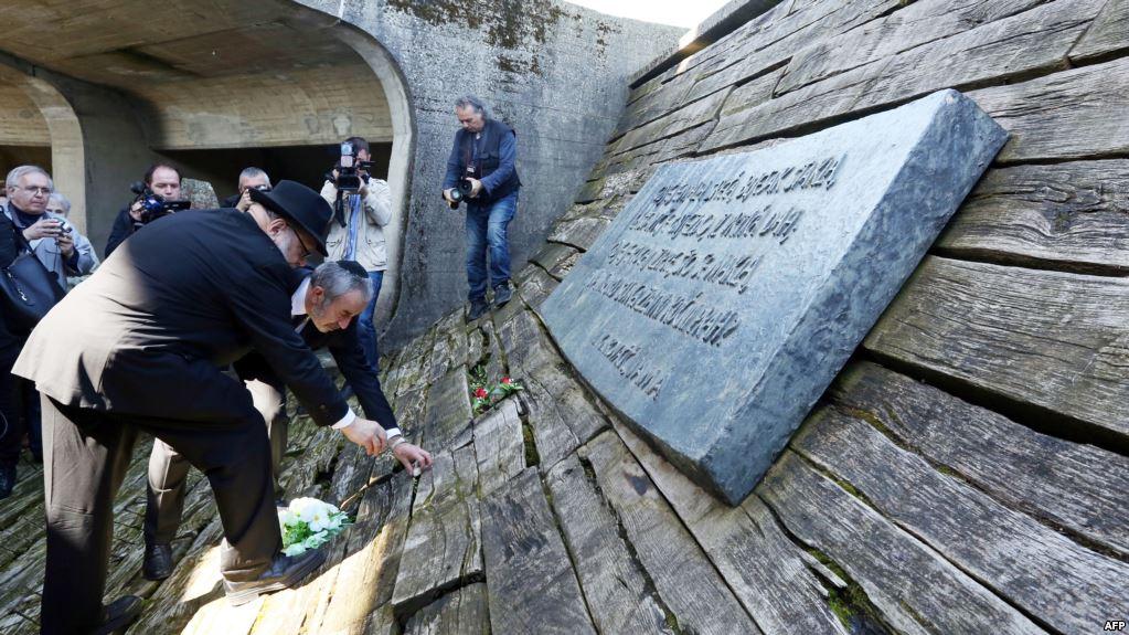 Ognjen Kraus i hrvatski rabin Luciano Mose Prelević u Jasenovcu na alternativnoj komemoraciji