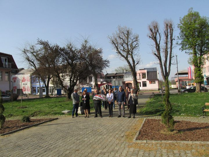 U Šamcu su obilježene 73 godine od oslobođenja u Drugom svjetskom ratu, u kojem je život izgubilo oko 600 lica iz ove opštine, od čega 187 boraca.