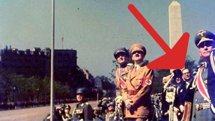 Vojna parada u Berlinu juna 1939. godine prilikom posete kneza Pavla Nemačkoj. Na slici se iza Hitlera i kneza vidi Ivo Andrić, tada ambasador Kraljevine Jugoslavije pri Trećem rajhu. Foto: Wikipedia/Arhiva