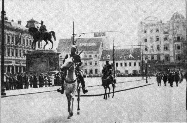 Trijumfalni ulazak pobedničke srpske vojske u Zagreb 5. decembra 1918. godine. Foto: Vikipedija, Politička povijest Hrvatske, Josip Horvat, 1989