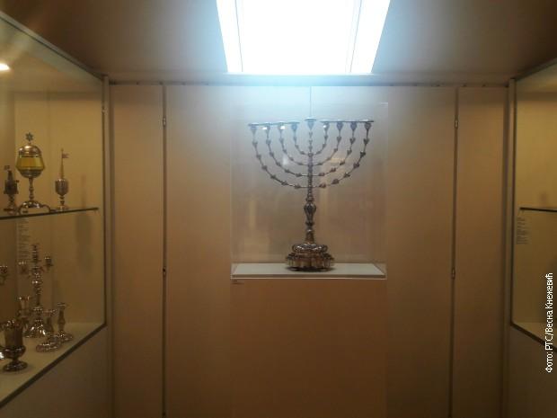 Srebrna menora u Muzeju zagrebačke jevrejske opštine