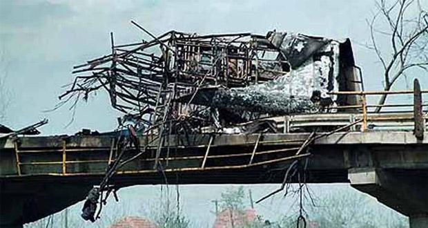 Autobus pogođen i prepolovlje ali je most ostao čitav - dokaz o maksimalnoj preciznosti pogađanja cilja.