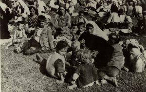 """Foto Arhiva """"Novosti"""" Deca nemilice ubijana u logoru u Jasenovcu"""