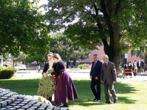 Polaganjem vijenaca i cvijeća u spomen-parku u Gradišci danas je obilježen 9. maj - Dan pobjede nad fašizmom.