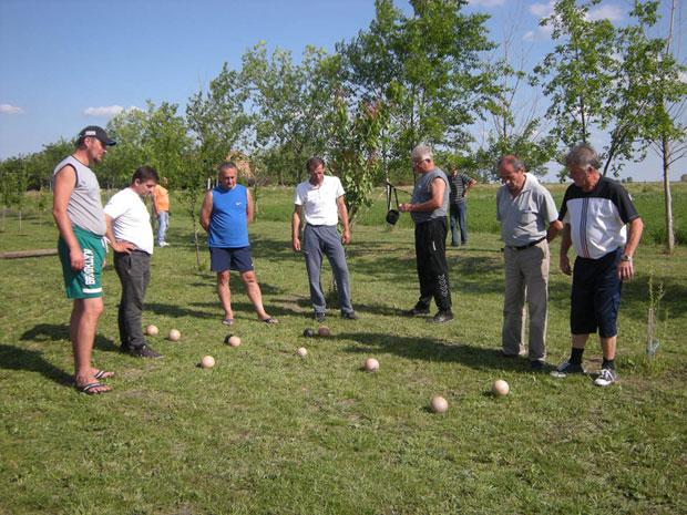 Balotanje je za Krajišnike u banatskoj ravnici više od igre