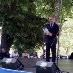 """Tradicionalnu """"Krušedolsku besjedu"""" govorio je Miša Đurković, direktor Instituta za evropske studije, koji je kao """"prvi zadatak"""" srpskom narodu u budućnosti istakao borbu za vraćanje služenja obaveznog vojnog roka radi odbrane i eventuanih ratova."""