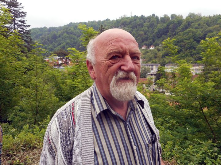 Miloš Nikolić, čijeg su djeda Jovu tada ubile ustaše, kaže da se ustaški zločin u Srebrenici dogodio 14. juna 1943.godine, odnosno drugi dan Trojčindana, a u obližnjem selu Zalazje 15. juna ili treći dan velikog pravoslavnog praznika Trojice.