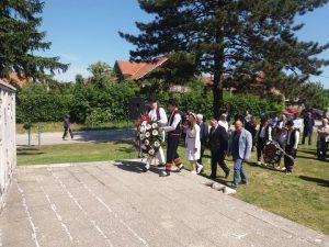 Na Partizanskom groblju na Urijama u Prijedoru danas su položeni vijenci i održan istorijski čas povodom 9. maja - Dana pobjede nad fašizmom.