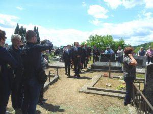 Predsjednik Republike Srpske Milorad Dodik i generalni sekretar predsjednika Srbije Nikola Selaković na sahrani nekadašnjeg premijera Republike Srpske Krajine Borislava Mikelića.