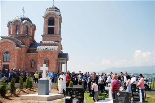 Istočno Sarajevo - osveštan centralni spomenik poginulim borcima