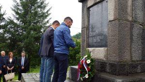 U Doboju su danas, povodom obilježavanja Dana grada - Vidovdana, položeni vijenci na spomenicima civilnim žrtvama rata i borcima poginulim u odbrambeno-otadžbinskom ratu, tokom Drugog svjetskog rata, te žrtvama dobojskog logora stradalim u Prvom svjetskom ratu.