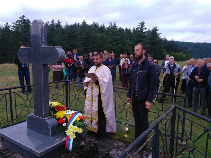 Kod spomen-krsta u blizini jame Ponor u fočanskoj Mjesnoj zajednici Miljevina danas je služen pomen za više hiljada pripadnika Jugoslovenske vojske u otadžbini, koji su ubijeni u maju 1945. godine.