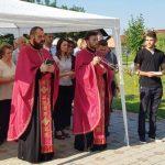 U Lugovima kod Šamca danas je služen parastos za 24 borca Vojske Republike Srpske /VRS/ i šest civila iz Srnica koji su poginuli u proteklom ratu, kao i za poginule iz drugih mjesta širom BiH čije porodice danas žive u parohiji Lugovi.