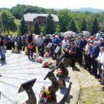 Ministar rada i boračko-invalidske zaštite Republike Srpske Milenko Savanović prisustvovao je danas u selu Cerovica kod Stanara otkrivanju spomen-ploče i parastosu za 58 poginulih boraca Vojske Republike Srpske iz 12 gradova i opština Srpske.
