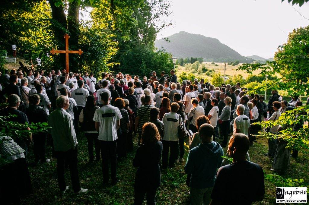 Smiljan, 30. juna 2018. Postavljanje Časnog krsta; FOTO: Nikola Zajc