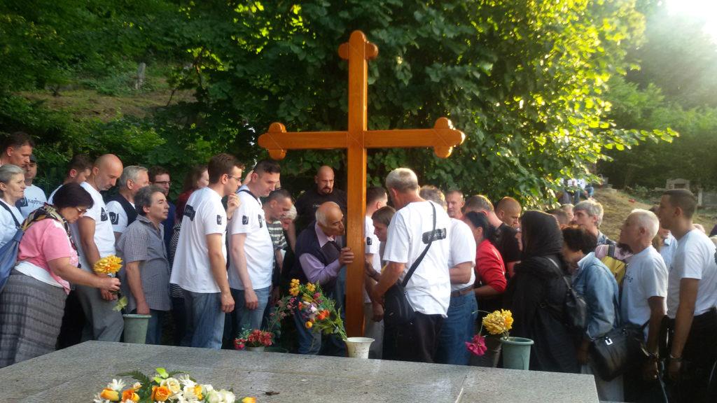 Krst nad zajedničkom grobnicom smiljanskih Srba