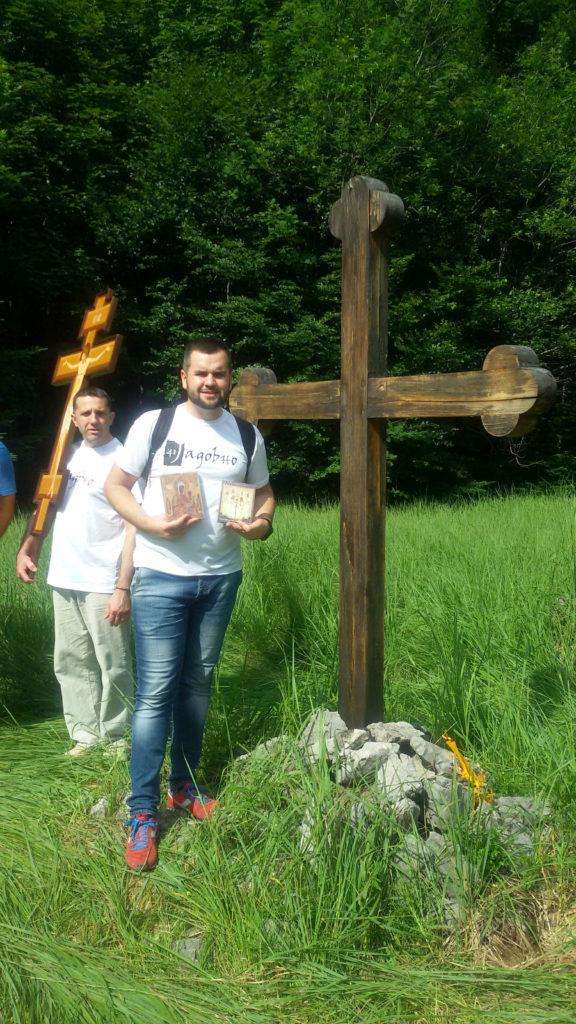 sa ikonama svete ruske Carske porodice i ruske Bogorodice kod krsta na Jadovnu