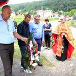 Ispred Spomen-obilježja u Pirkovcima kod Lopara danas je služen pomen za deset poginulih boraca odbrambeno-otadžbinskog rata iz ovog mjesta.