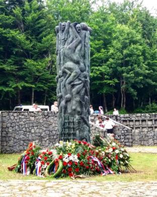 Spomen obeležje kod Šaranove jame