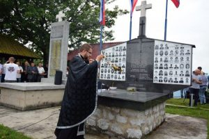 U selu Zalazje kod Srebrenice danas je služen parastos kod spomen-kosturnice stradalima u dva posljednja rata, prislužene su svijeće za 69 Srba ubijenih na današnji dan 1992. godine i položeno cvijeće na spomen-obilježje povodom obilježavanja 26 godina od velikog srpskog stradanja u srebreničkoj opštini.