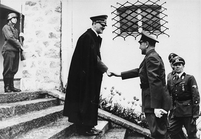 Хитлер дочекује 1941. Анту Павелића