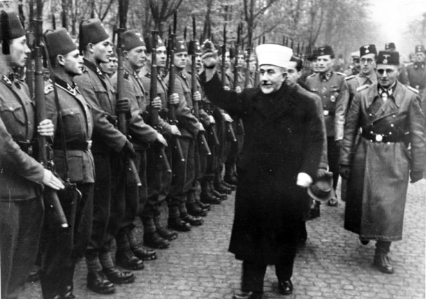Veliki muftija Amin al Husseini sa bosanskim SS volonterima (Foto: 3reich.ru)