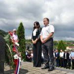 Načelnik opštine Mrkonjić Grad Divna Aničić položila cvijeće na spomen-obilježje masovne grobnice na groblju.