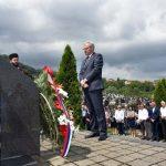 Ministar rada i boračko-invalidske zaštite Republike Srpske Milenko Savanović položio cvijeće na spomen-obilježje masovne grobnice na groblju.