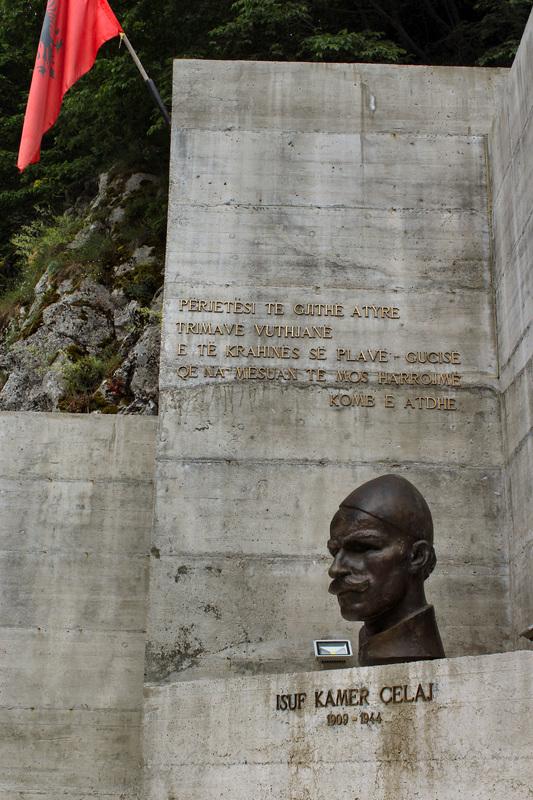 I To јe Crna Gora Spomenik Ubici Zhena I Dјece јadovno 1941