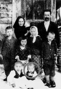 Obitelj koju je izgubio Božo danas čuva samo na staroj crno-bijeloj fotografiji. Subotići su iz Bosne, a završili su u logorima 1942.
