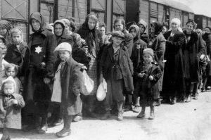 Mađarski Jevreji su stočnim vagonima prevoženi do logora smrti u Aušvicu/Getty Images